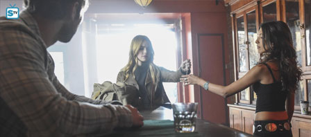 Blood-and-Oil-1x01-a